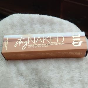 Stay Naked weightless liquid foundation up to 24